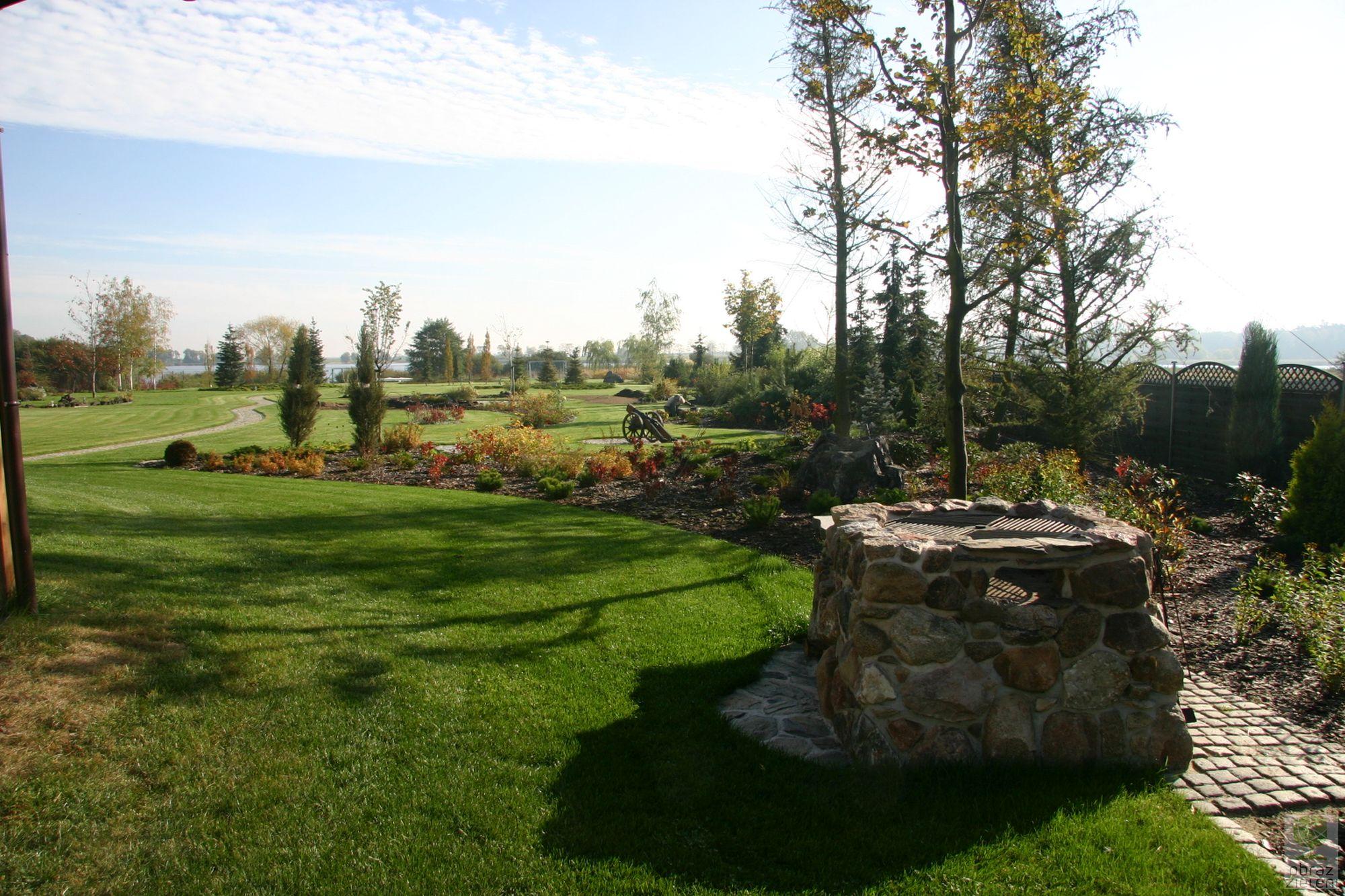 Ogród krajobrazowy nad jeziorem