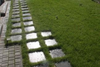 Ogród regularny z elementami betonowymi