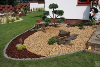 Ogród z elementem wodnym i bonsai
