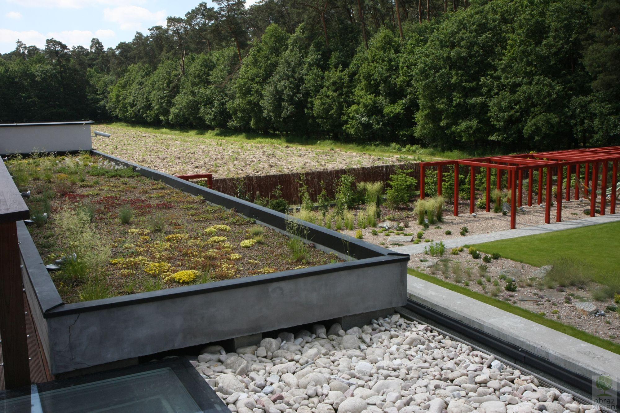 Ogród nowoczesny z ogrodem na dachu. 2014